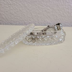 Storage & Organization - Vintage small oval crystal jewelry box